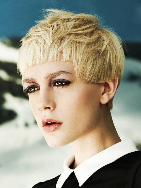 home kapsels erg korte kapsels kort blond haar met piekjes